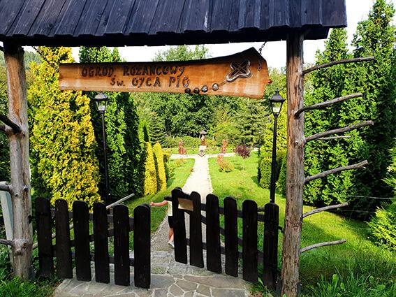 Bacówka Jamna_Wejście na drogę różańcową